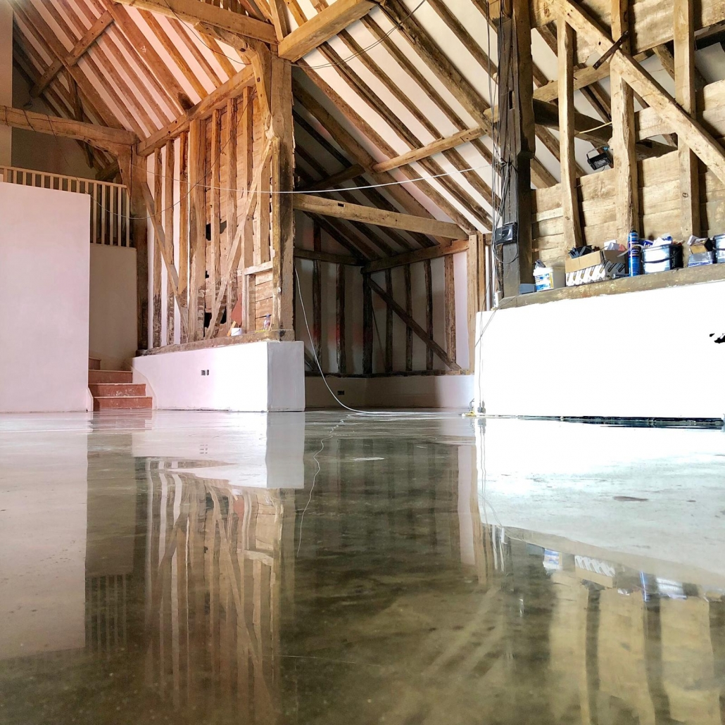 HTC BroBeautiful Polished Concrete Floors for 3 Barn Conversionsnze polished paste concrete